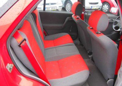 Zadní část verze SportLine - povšimněte si barevných pásů